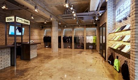 서울 신사동에 위치한 왁티 'GOAL' 오프라인 매장