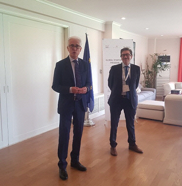 이탈리아 대사와 무역진흥관장
